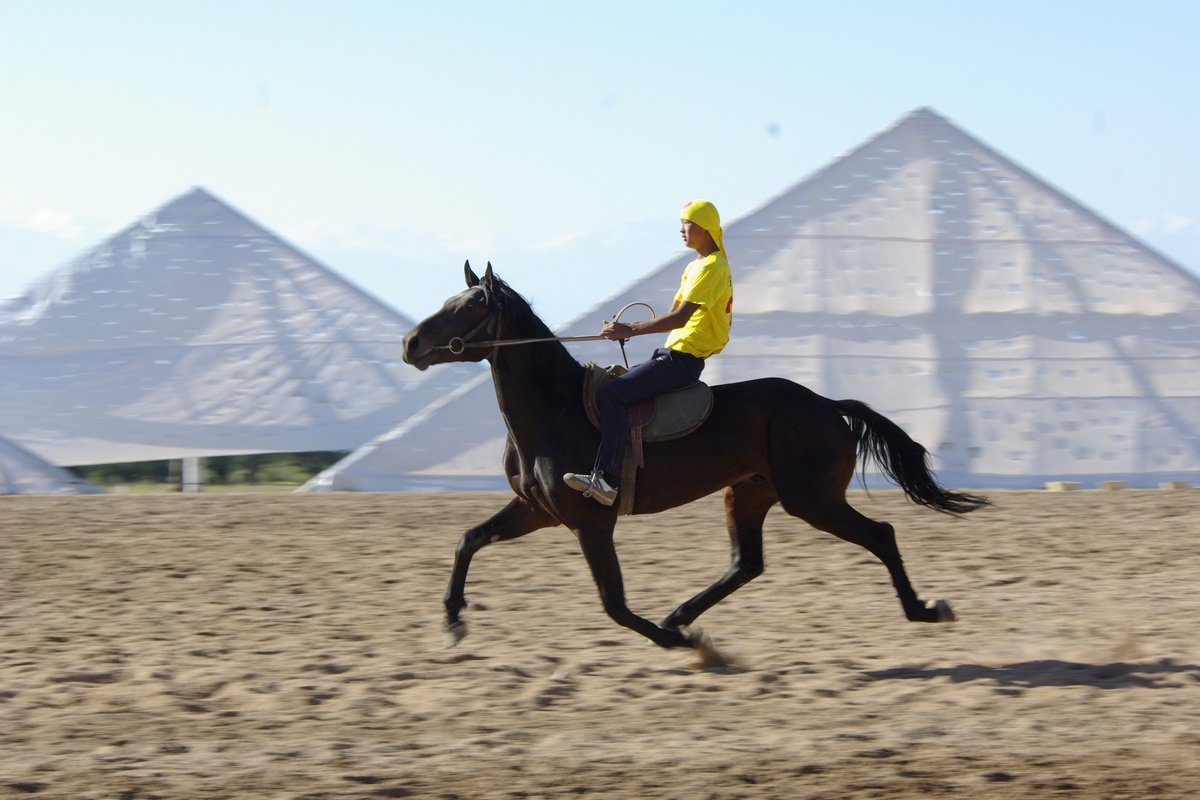 Competitions in horse racing at the First World Nomad Games 2014