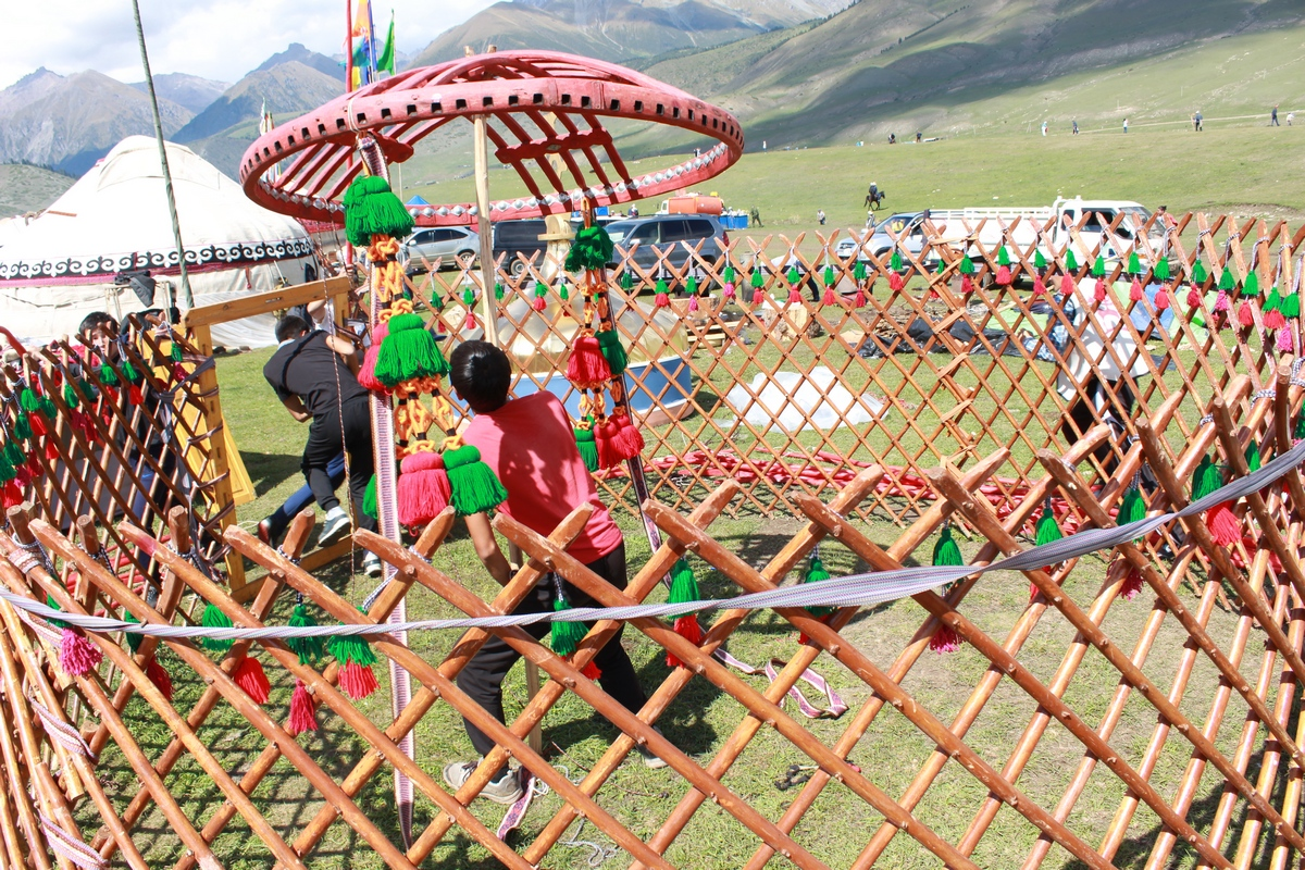 Grand Prize in the Competition for the Best Yurt Awarded to Naryn Region