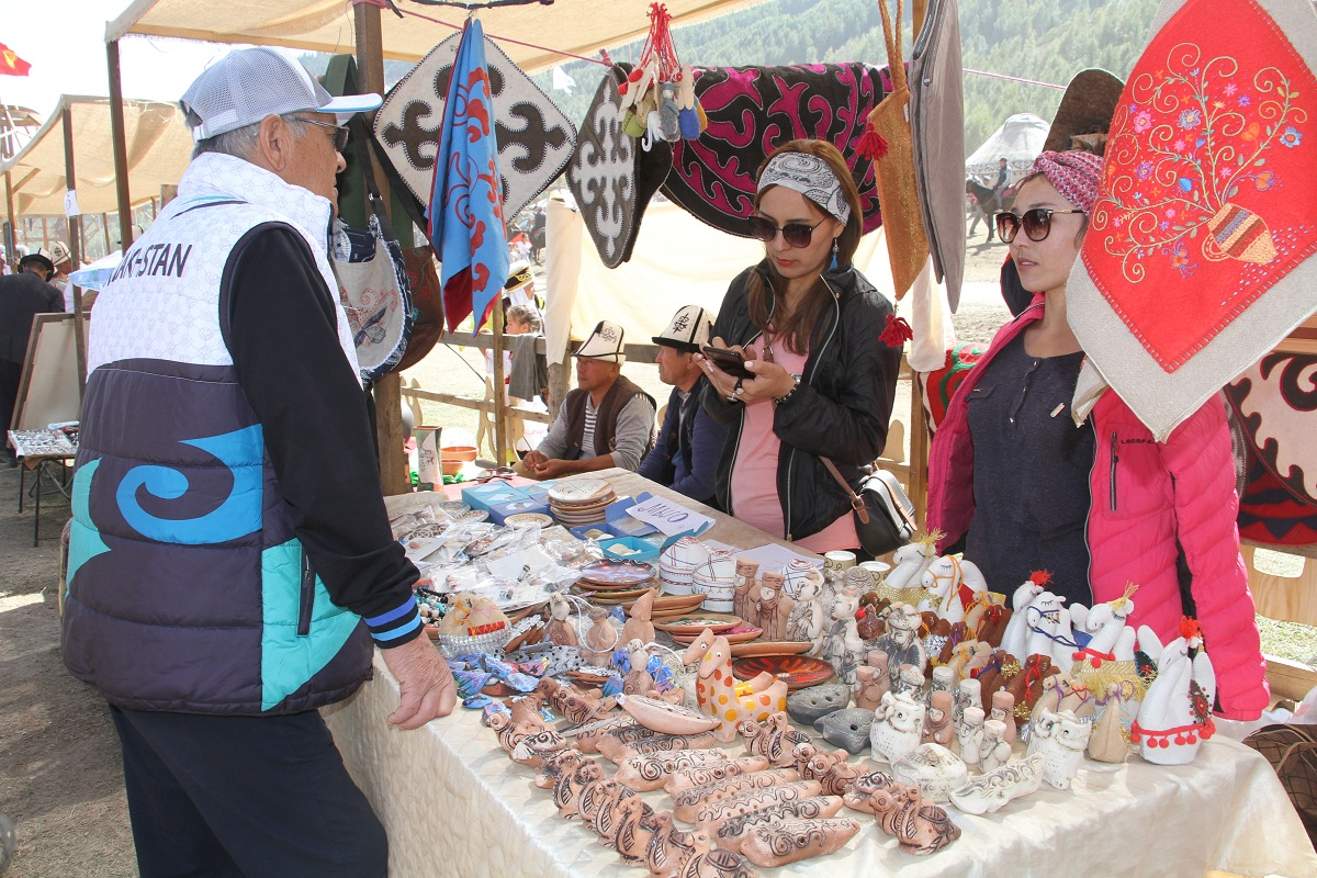 About 500 traders from 11 countries participate in ethnobazar ın the ethnic village Kyrchyn