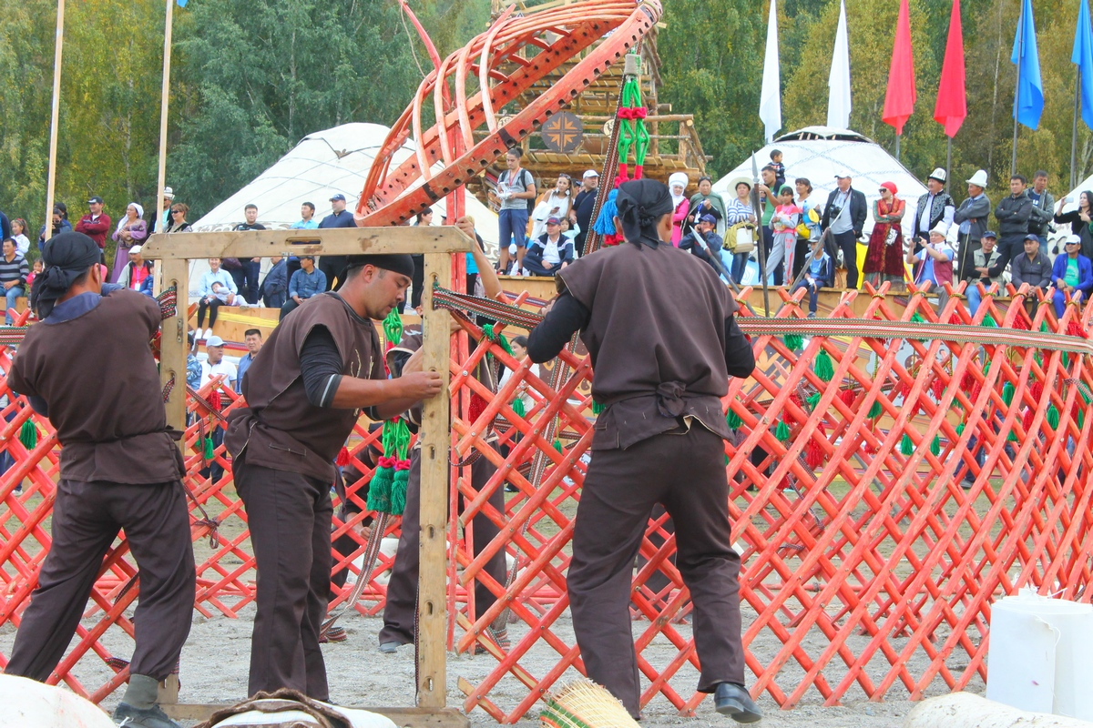 33 Teams Take Part in Yurt-Building Contest in Kyrchyn Gorge